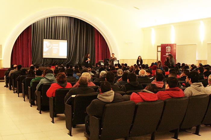 Alumnos y egresados de la UPrO fueron capacitados en desempeño en entrevistas laborales