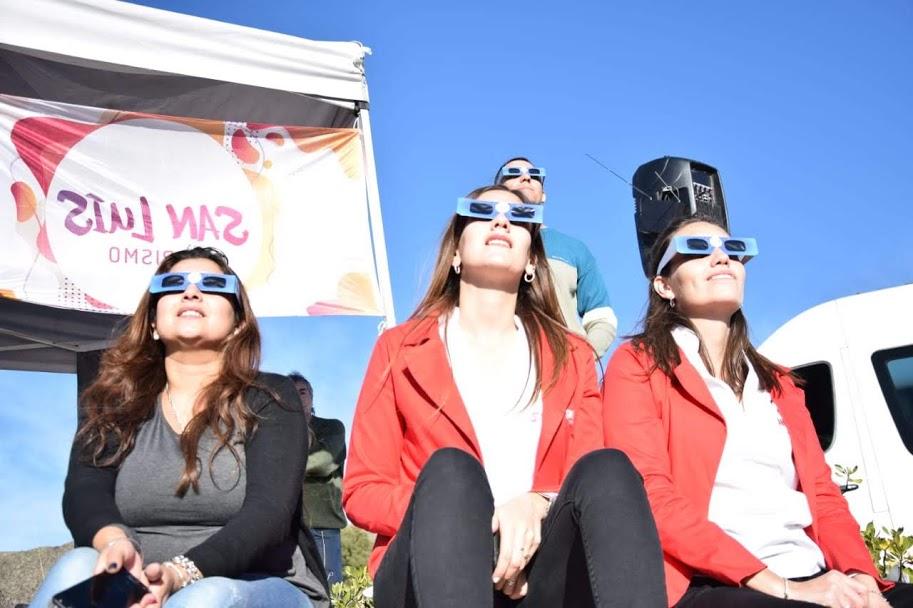 """También hubo """"eclipsados"""" en San Francisco del Monte de Oro y Luján"""