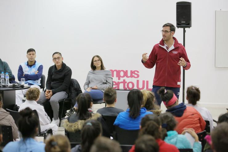 El oro olímpico SebastiánCrismanichmotiva y enseña a los jóvenes en el Campus de la ULP