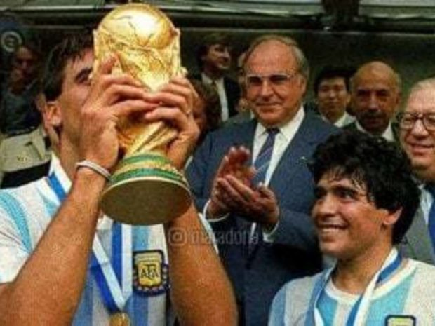 La emotiva despedida de Maradona al Tata Brown