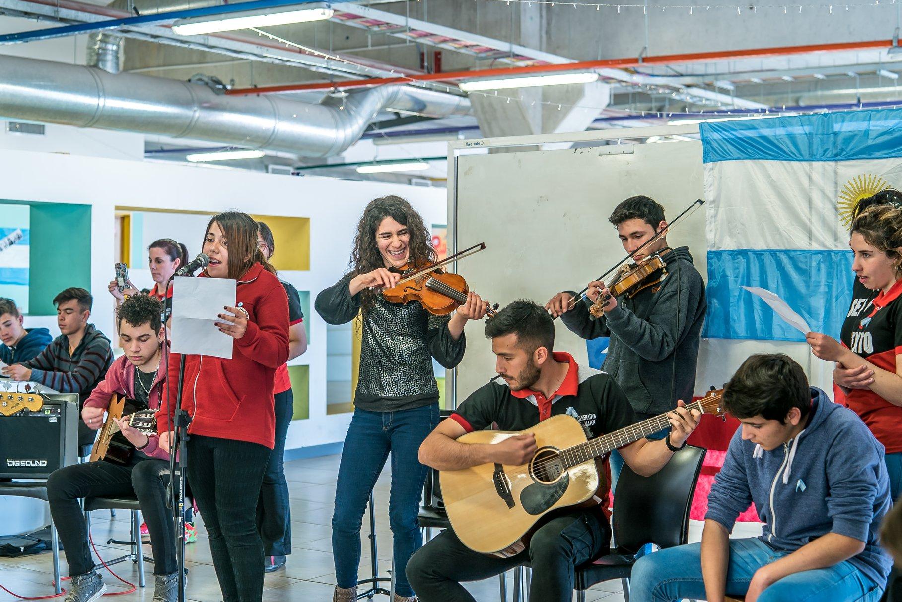 Las escuelas generativas de La Pedrera rindieron homenaje al General José de San Martín