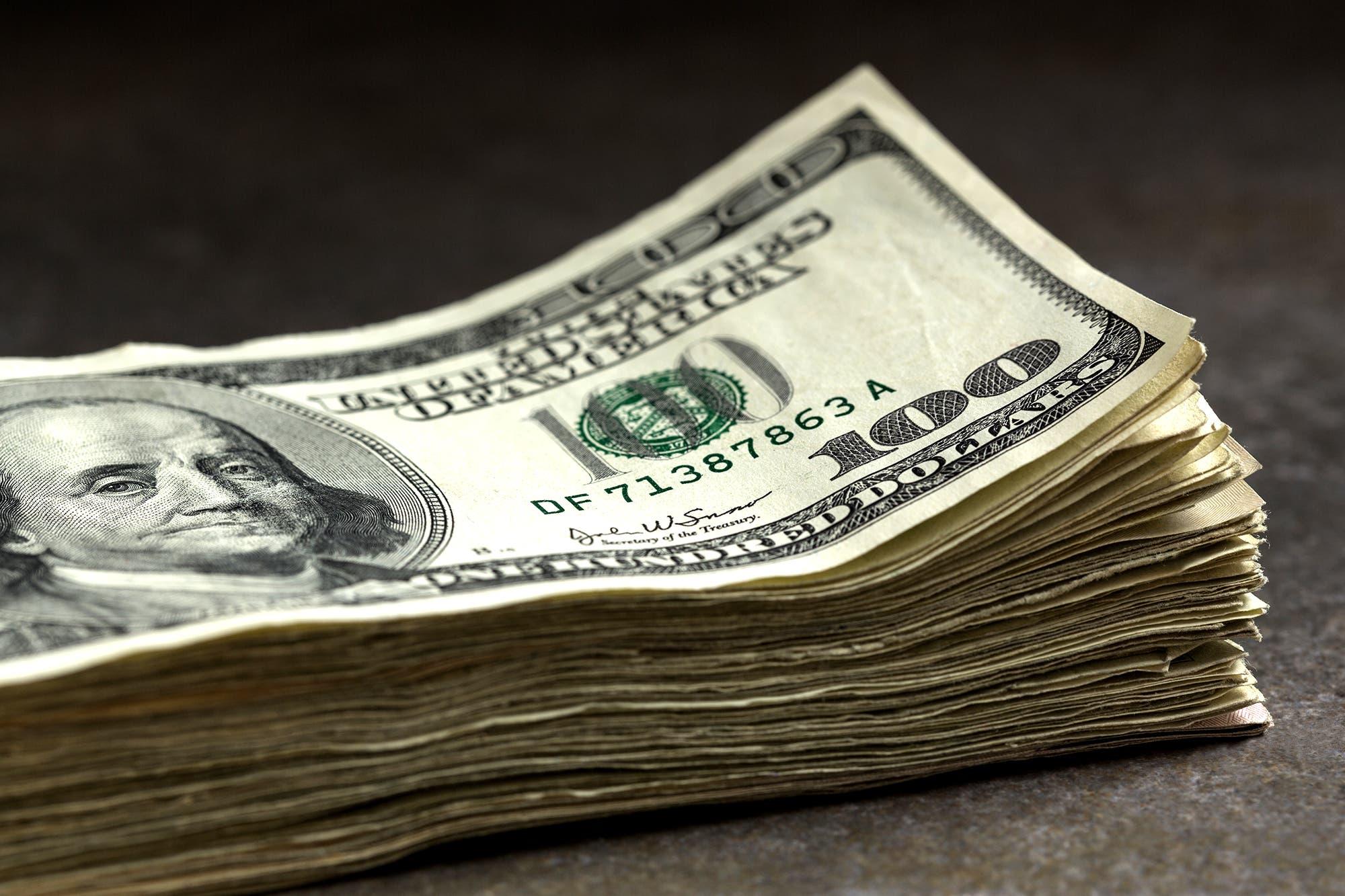 Con más pesos ociosos en la calle, se entona el dólar paralelo