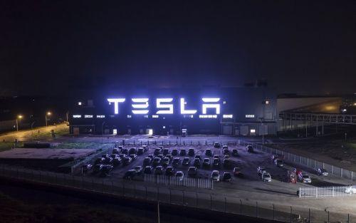 Video   Un vidrio roto arruina la presentación de la camioneta eléctrica de Tesla