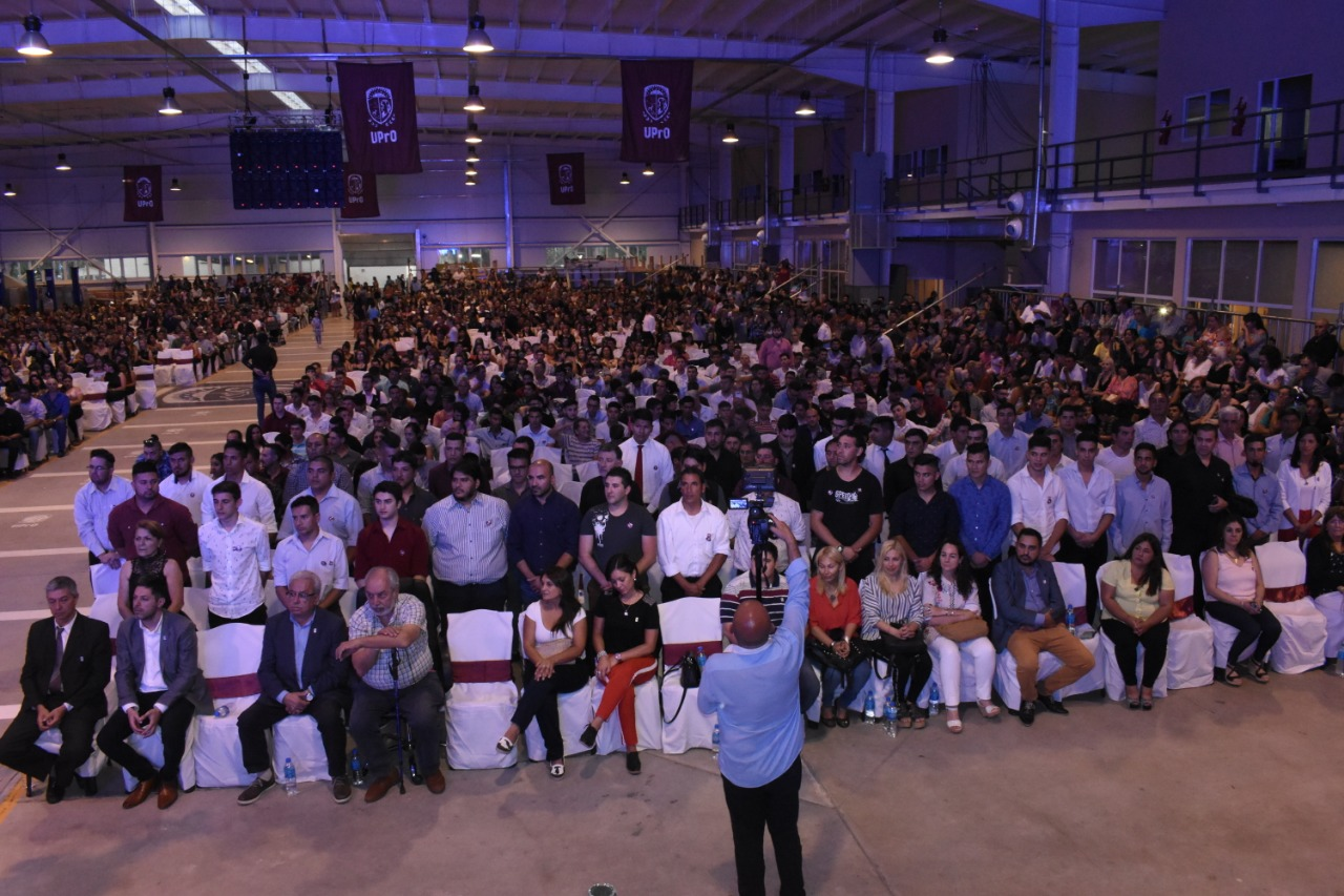 Casi mil egresados recibieron sus títulos en la UPrO