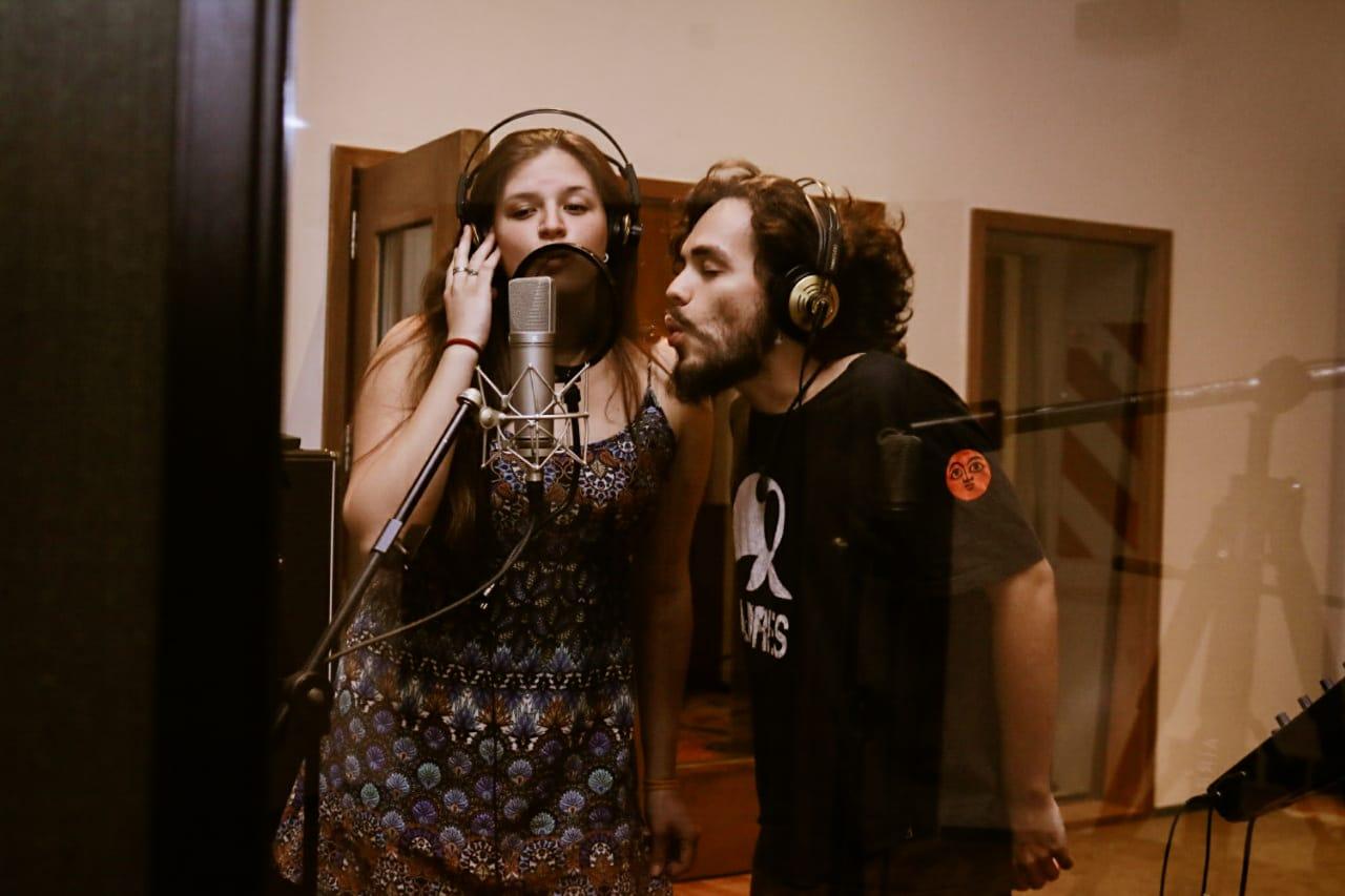"""Manu Yllanes grabó su EP: """"Hago música porque no lo puedo evitar"""""""