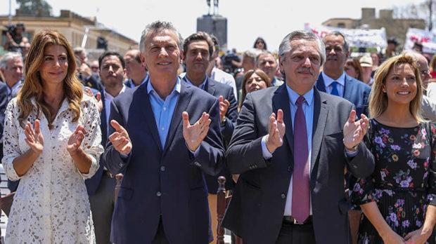 En un clima de cordialidad, Macri y Fernández participaron juntos en la misa de Luján