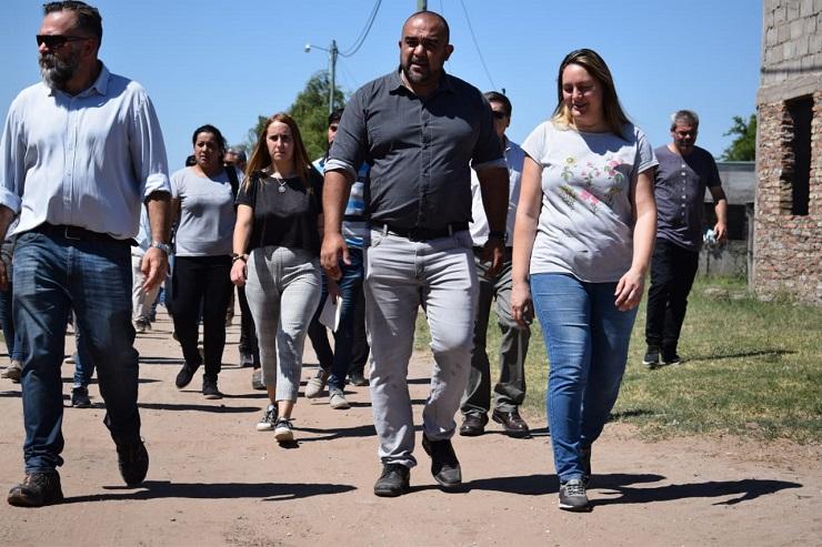 El barrio Kilómetro 4 recibió la visita del intendente Frontera