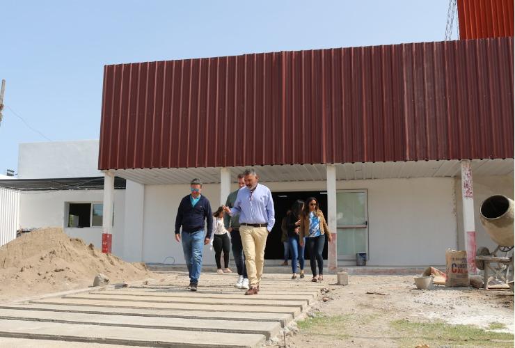 El ministro de Educación y el intendente de La Toma recorrieron las instalaciones de una futura Escuela Generativa