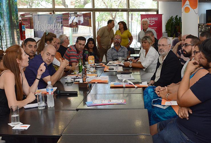 El secretario de Turismo se reunió con propietarios de comercios de la avenida Illía