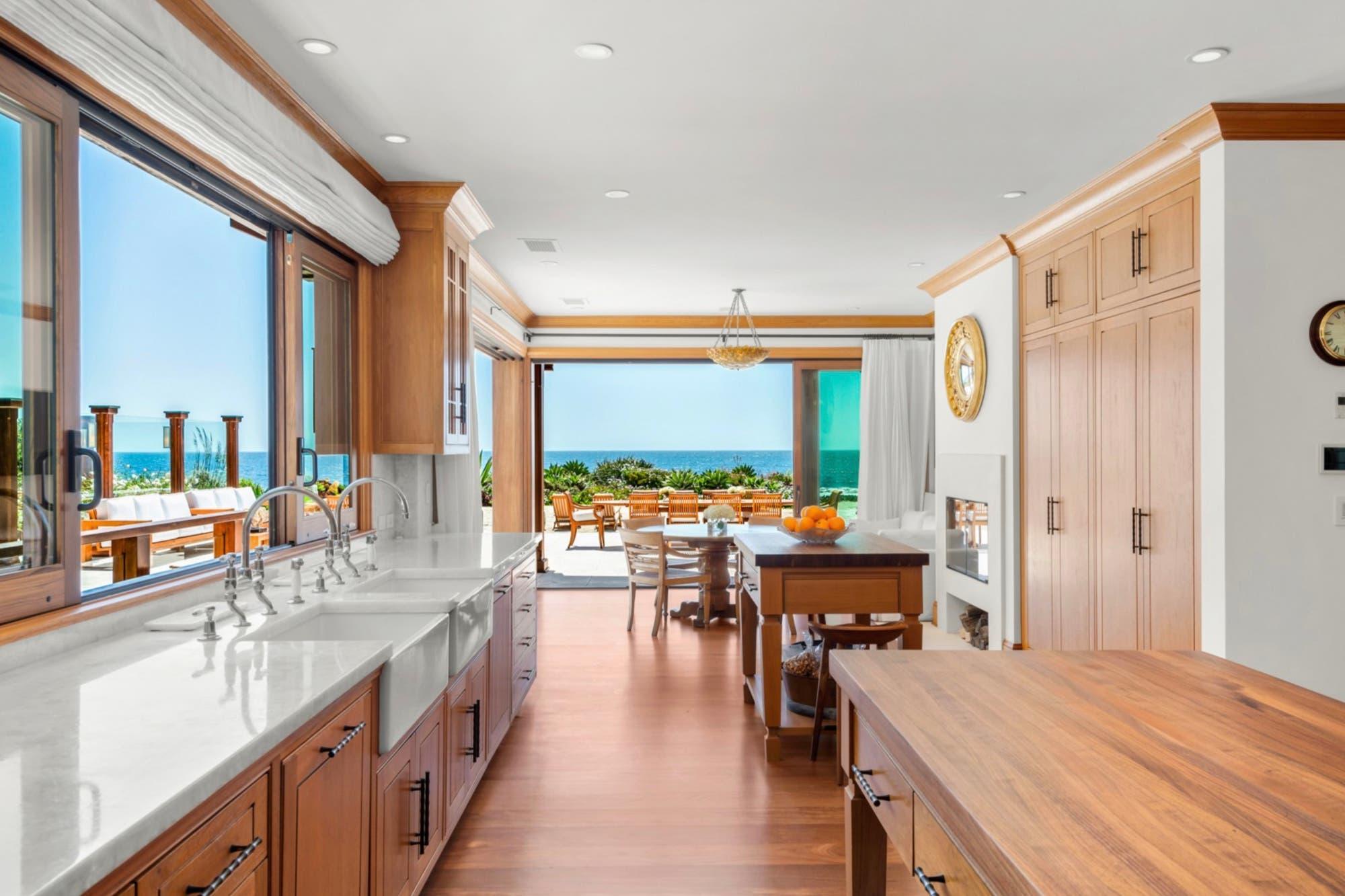 Pierce Brosnan vende su casa de Malibú inspirada en James Bond a 100 millones de dólares