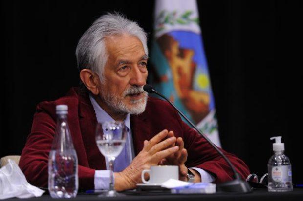 """Rodríguez Saá: """"No me interesa comprar aviones para el fuego, me interesa la construcción del Teatro"""""""