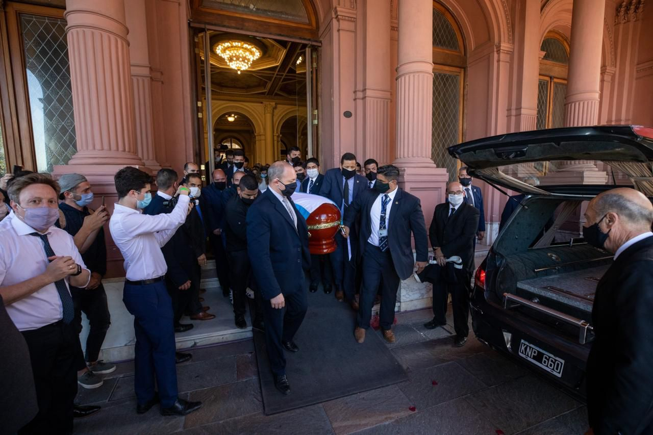 El funeral de Diego Maradona | Familiares y amigos íntimos despiden al Diez en el cementerio en Bella Vista