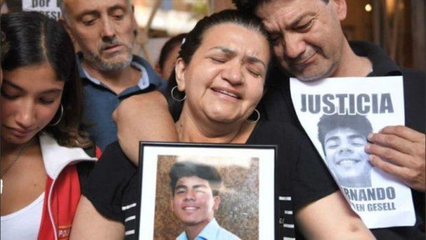 A un año del crimen, Villa Gesell recuerda a Fernando Báez Sosa con una placa, un acto y una misa