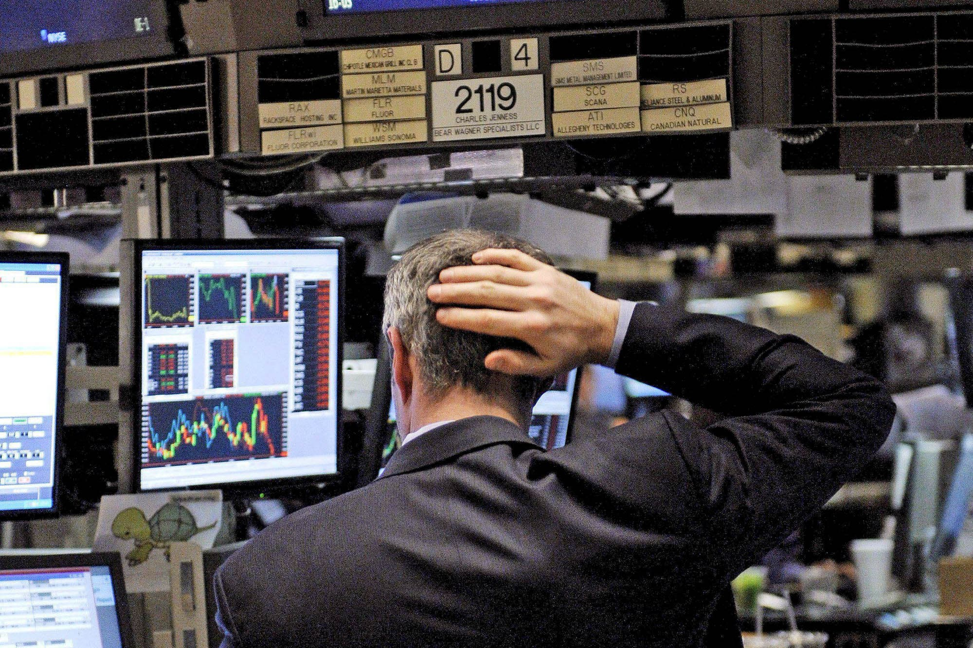 Mercados: caen las acciones, el riesgo país y el dólar sigue calmo