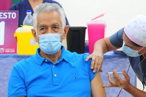 """Denuncian que Rodríguez Saá montó un """"circuito paralelo"""" para vacunar a """"funcionarios y amigos"""""""
