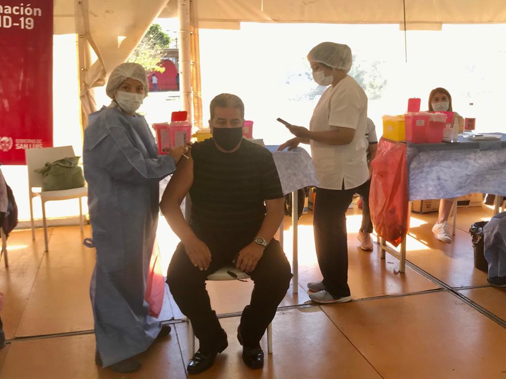 continua-la-vacunacion-en-el-hospital-san-luis
