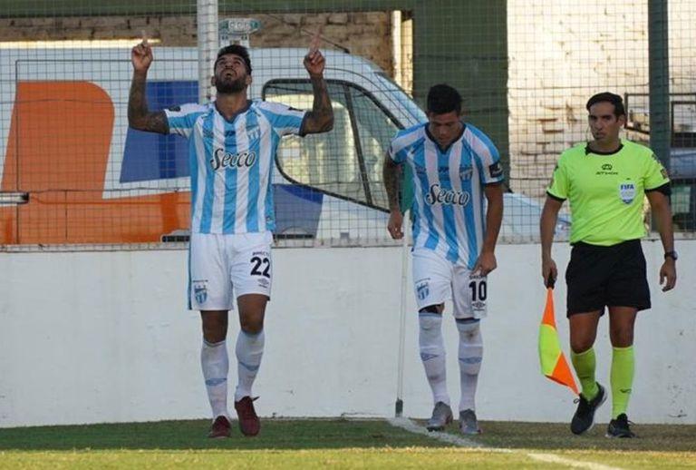 atletico-tucuman-le-gano-a-sarmiento-en-junin-con-un-argumento:-los-goles-de-javier-toledo