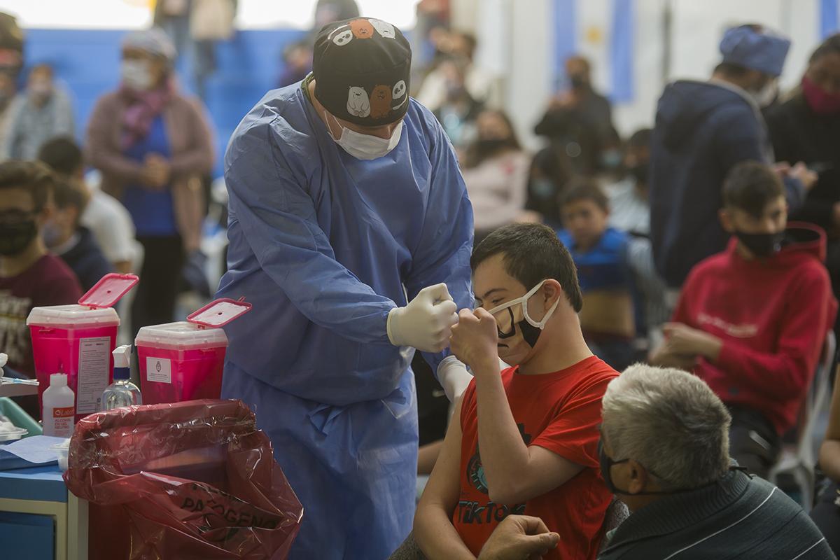 en-san-luis,-fueron-citados-3.194-menores-de-18-anos-para-recibir-la-vacuna-moderna
